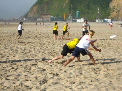 Ultimate frisbee: Corocotta en la playa de la Salvé