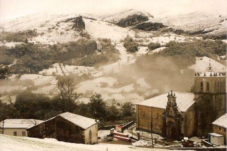 Miera, Iglesia