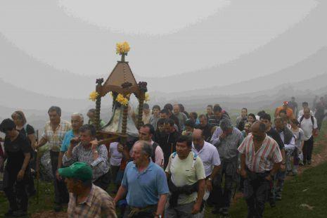 Subida de La Santuca a su ermita en Pe�a Sagra