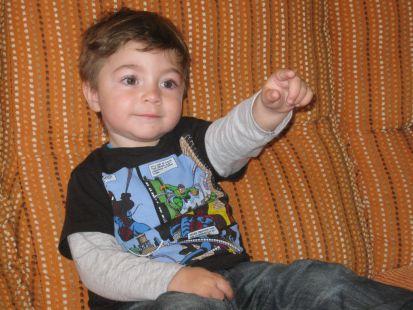 Adrián cumple 2 años, felicidades, tus padres y abuelos