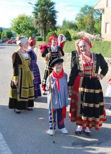 Desfile de trajes rejionales