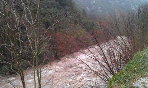 Cascadas y fuerte riada en el Desfiladero de la Hermida