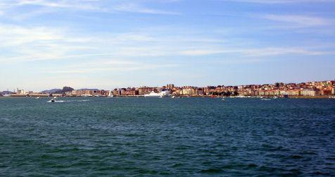 Vista de la ciudad desde la bahía.