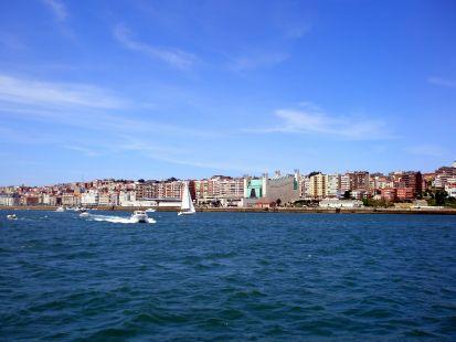 La ciudad desde la bahía.