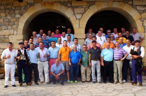 Los de Labarces en su comida anual celebrada el sabado en el Palacio del Bracho.