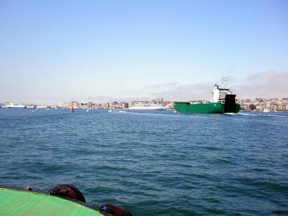 Tráfico en la bahía.