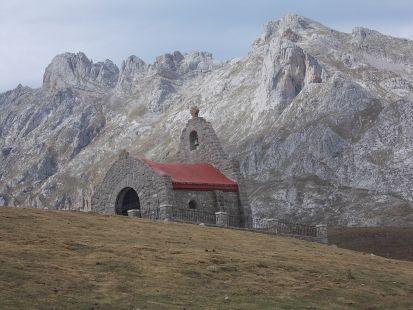 la ermita de la Virgen de la Salud en los puertos de Aliva