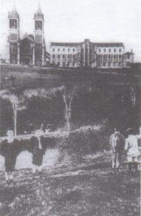 Cóbreces, Colegio Sagrado Corazón y parroquia. Antaño