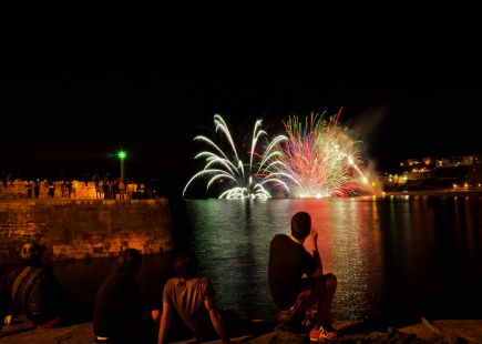 Fuegos artificiales en Comillas