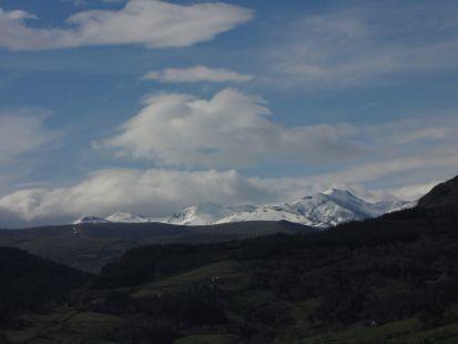 La Concilla sobre la Sierra del Escudo de Cabuerniga