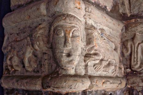 Capitel de la iglesia de Pumalverde