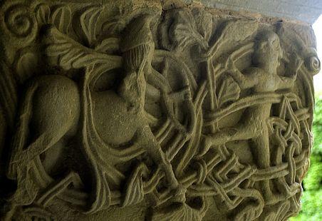 Capitel del claustro de Santillana