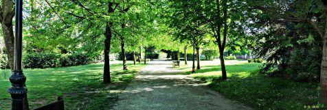 Jardines del parque en Puente de San Miguel