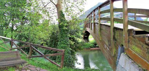 Puente de madera sobre el Pas en Puente Viesgo