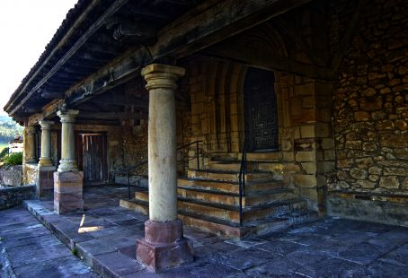 Portico de Iglesia de Pumalverde