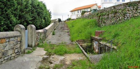 Fuente de Los Peregrinos en el barrio Rivero, Cóbreces