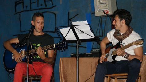 Actuacion dos jovenes promesas en las Fiestas del Carmen de Ganzo