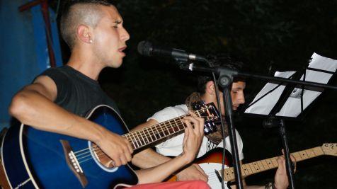 Actuación de las jovenes promesas en las fiestas del Carmen de Ganzo