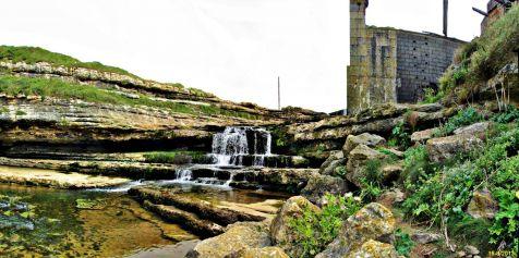 Presa y restos del molino de Bolao en Cóbreces