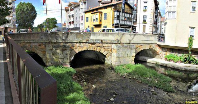 El Ebro bajo el puente Carlos III. Reinosa