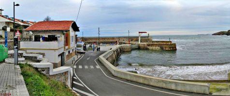 Acceso al puerto de Comillas