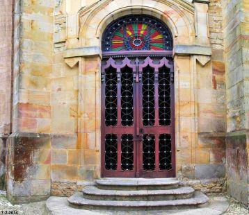 entrando a la iglesia de Ruiloba