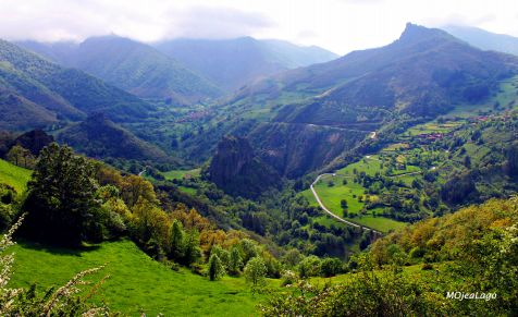 Paz entre montañas