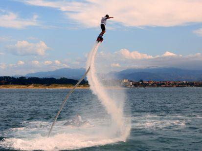 el campeon del mundo de flyboard PACO SANCHEZ