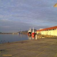 Despidiéndose el día en el puerto de Colindres